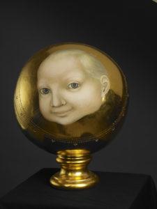 Koss Jesúsbarnsin/The kiss of infant Jesus, 1996. Eggtempera and goldleaf on woodball, 22cm.